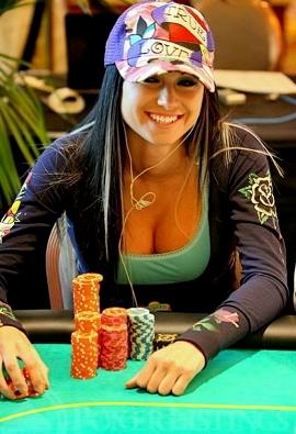 Играют в покер она сосет им член под столом 5