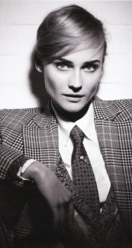 девушка в галстуке