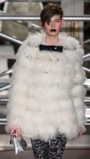 модные белые шубы 2013-2014 фото