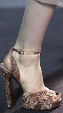 модный педикюр осень-зима 2013-2014: черный цвет лака для ногтей фото