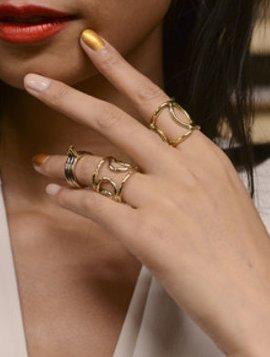 модный маникюр, разный лак на ногтях весной и летом 2014