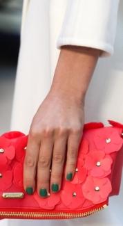 цветные лаки в модном маникюре весна-лето 2014 фото