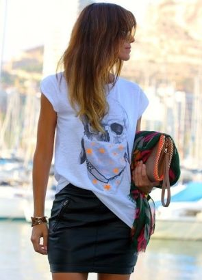 кожаная юбка с футболкой фото
