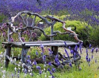 оригинальная садовая мебель из дерева для дачи фото