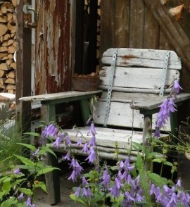 состаренная деревянная мебель для сада фото