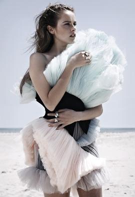 лучшие фото с Изабель Лукас