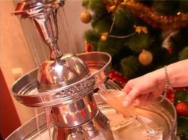 Оригинальное праздничное решение - фонтан для шампанского