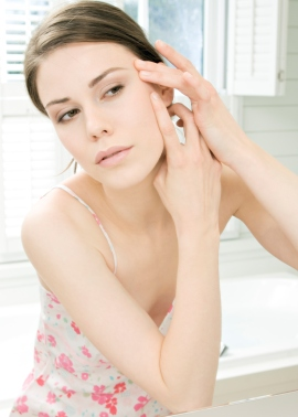 Использование каких ингредиентов полезно при уходе за жирной кожей, а какие следует строго нормировать