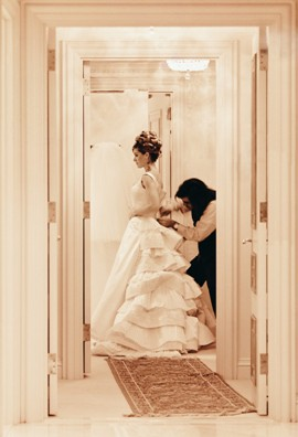 Как надевать и носить свадебное платье