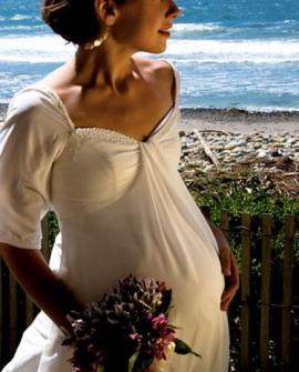 Наряд для невесты в положении: цвет и модель платья