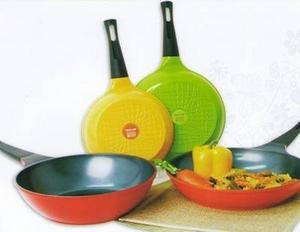 Посуда с тефлоновым антипригарным покрытием: параметры выбора и правила обращения