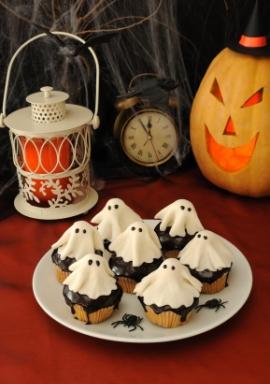 как оформить праздничные блюда на Хэллоуин, фото декора стола
